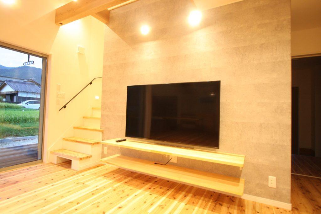 壁掛けTV