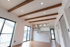 リビングの天井が高い開放感のあるオシャレなお家